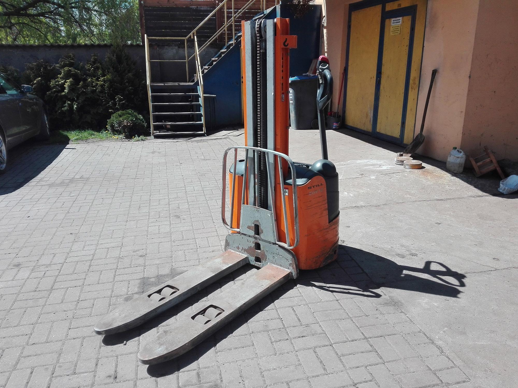 Wózek paletowy z masztem STILL EGV 12